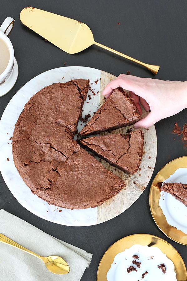 עוגת סופלה שוקולד ממכרת ב-5 מרכיבים